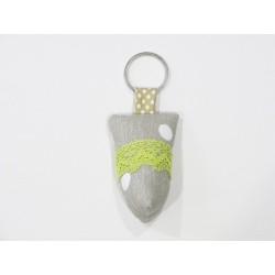 Porte-clés à pois et dentelle verte